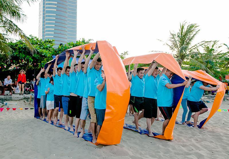 Kỉ niệm 2 năm thành lập VEC - Tưng bừng Team building, Gala dinner