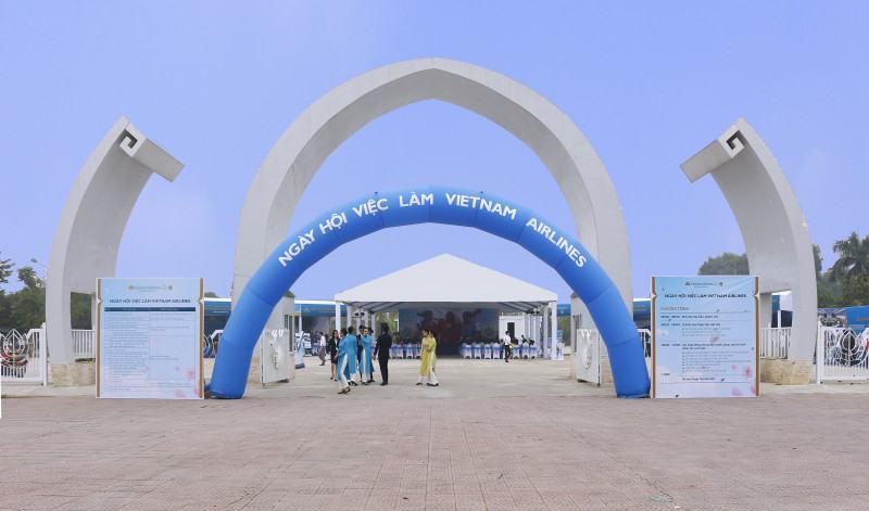 Tung Bung Ngay Hoi Tuyen Dung Vietnam Airlines 12